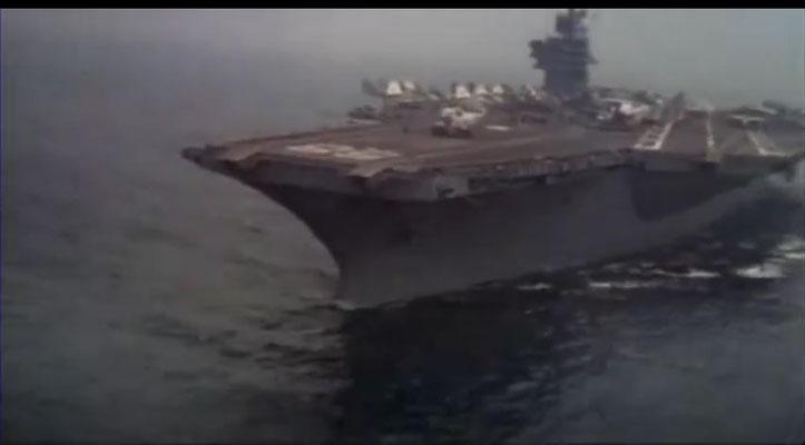 die U.S.S. Nimitz wurde 1975 in Dienst gestellt und befand sich zum Zeitpunkt der Dreharbeiten tatsächlich im Atlantik