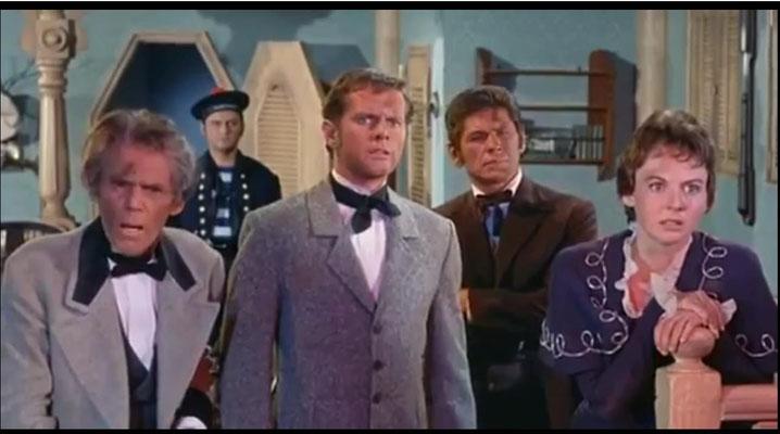 von links nach rechts: Henry Hull als Prudent, im Hintergrund: Wally Campo als Turner, David Frankham als Philip Evans, Charles Bronson als Strock und Mary Webster als Dorothy Prudent