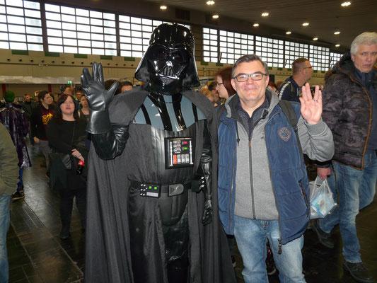 """""""Auch das noch"""", sagte Darth Vader, als er die Hand zum Vulkanier Gruß erhob"""