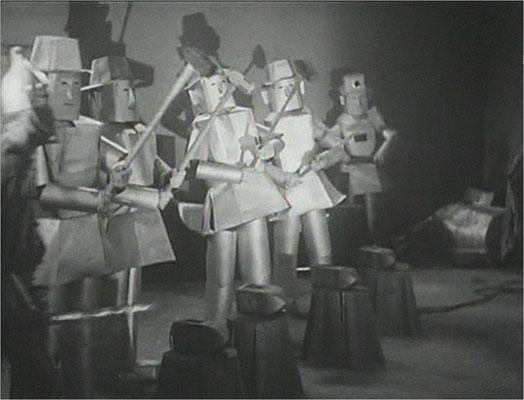 """ie Roboter wirken eher dem """"Zauber von Oz"""" entsprungen und sorgen aus heutiger Sicht für einige Lacher"""