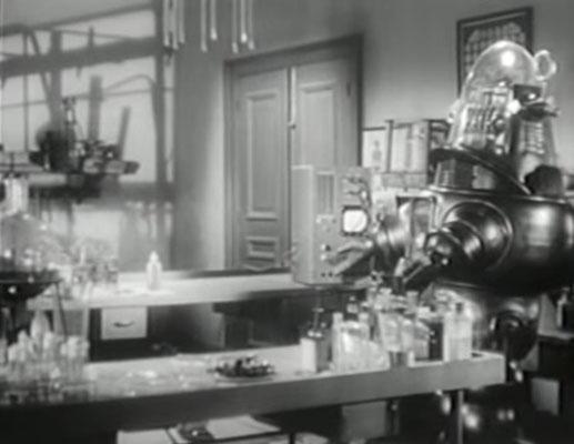 Robby, der Roboter hatte in Alarm im Weltall allen die Show gestohlen und wurde in den USA so beliebt, dass er nicht nur einen eigenen Film erhielt, sondern auch in TV Serien und Werbespots zu sehen war