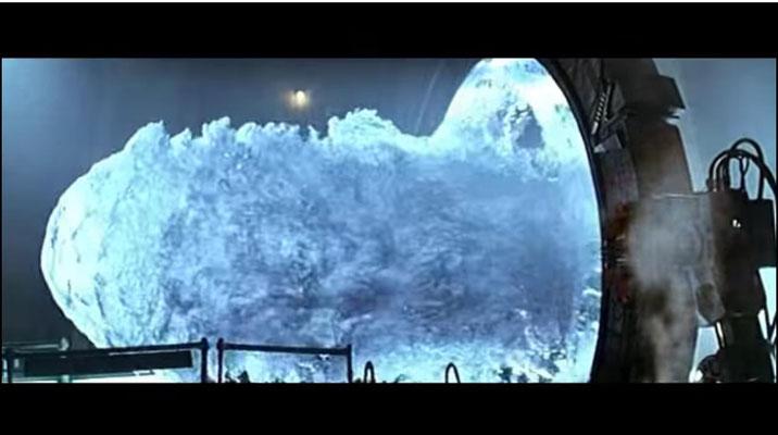 Dieses Bild ist allen Fans vertraut. Um es zu erzeugen experimentierte das Special Effects Team mit WasserTrotz diverser künstlerische Freiheiten hat sich der Regisseur durchaus bemüht, Stil und Ästhetik des alten Ägypten einzufangen)