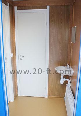 Туалетный модуль с емкостями для чистой и грязной воды