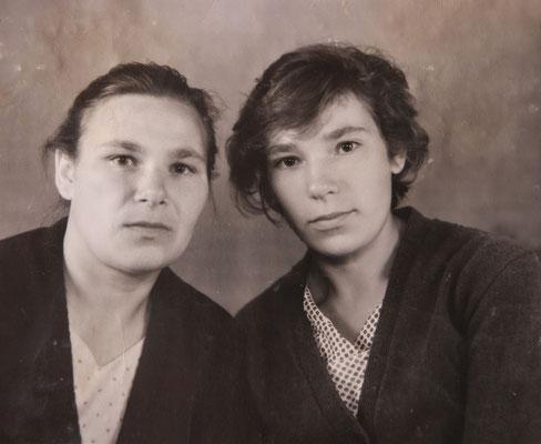 Тётя Надя и моя мама Нина – сёстры, в молодости. Тётю Надю Вы видели сейчас, она уже в преклонном возрасте, ей около 85 лет. Просто решил Вам отправить это фото, чтобы посмотрели какой она была в молодости