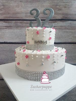 Swarovski - Torte zum 32. Geburtstag von Nadja