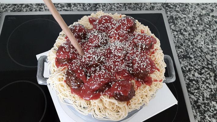 """Ein """"Topf"""" voll """"Spaghetti"""" mit """"Fleischbällchen"""" und """"Tomatensauce"""""""