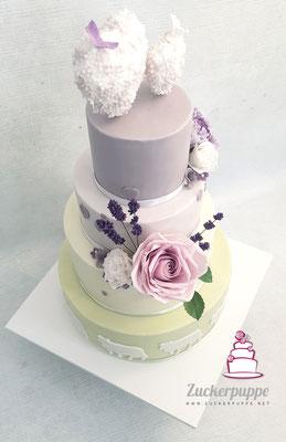 Pastellgrün und Lila mit handmodellierten Zuckerblumen zur Hochzeit von Marina und Andreas