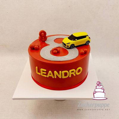 Eine rote Torte mit einem Gottiauto (Suzuki Swift) zum 8. Geburtstag von meinem Göttibub Leandro