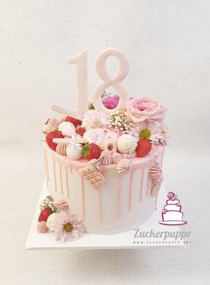 Dripcake mit Süssigkeiten und ''Stängeliglace'' zum 18. Geburtstag von Lea