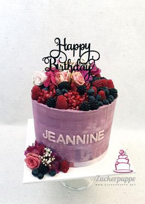 ButtercremeTorte mit frischen Beeren und Blüten zum 28. Geburtstag von Jeannine