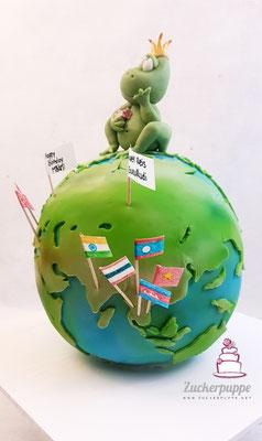 Eine Weltkugel mit den Zielen der Weltreise zum Abschied von Hansruedi und der süsse Froschkönig und die Orchideen zum 61. Geburtstag von Marianne