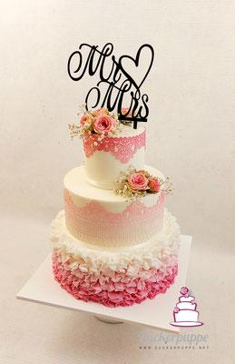Rüschen und Zuckerspitze in rosa-weissem Farbverlauf zur Hochzeit von Céline und Bernhard