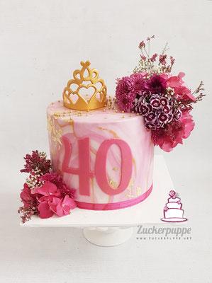 50 SHADES OF PINK! Ein glitzerndes, pinkes Törtchen mit echten Blumen und essbarem Krönchen zum 40. Geburtstag von Esther