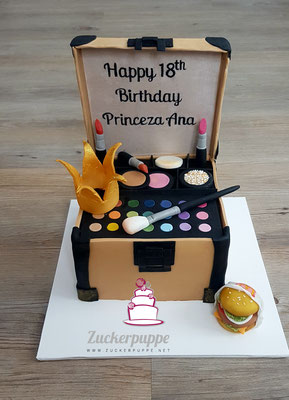 Schmikkistchen mit Prinzessinnenkrönchen und McDonalds-Burger zum 18. Geburtstag von Ana