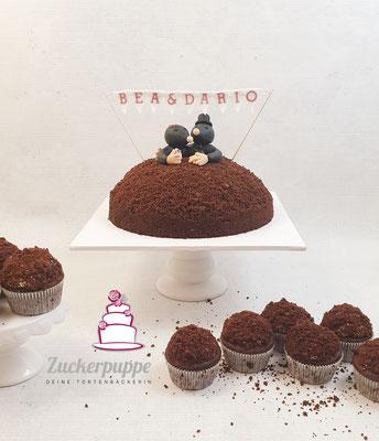 Maulwurftorte und Cupcakes mit handmodelliertem Maulwurf-Brautpaar zur Hochzeit von Bea und Dario