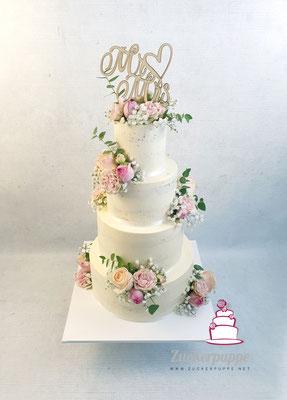Seminaked mit frischen Blumen zur Hochzeit von Marisa und Tobi