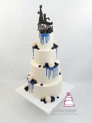 Blauer Drip und Beeren mit Macarons zur Hochzeit von Sara und Steven