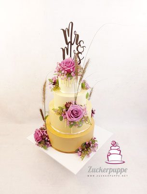 Passend zu Papeterie und Tischdeko in zartem beige und mit Altrosa Blumen zur Hochzeit von Florence und Roman