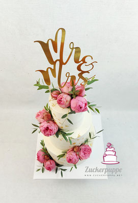 SeminakedTorte mit Blattgold und frischen Blumen zur Hochzeit von Marcelle und Christian