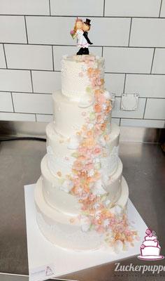 Blütenfluss in Apricot, Lachsrosa und Hellgrün zur Hochzeit von Silvia und Toni