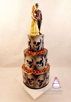 Totenkopf Torte mit Airbrush zur Hochzeit von Sarah und Marian
