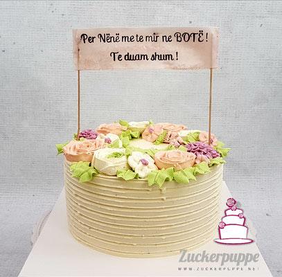 Blüten aus Swiss-Meringue-Buttercreme zum 58. Geburtstag von Sherife