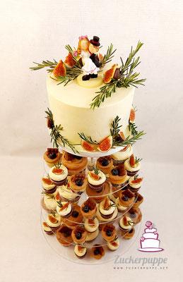 Cupcake-Turm rustikal und unperfekt zur Hochzeit von Julia und Riccardo