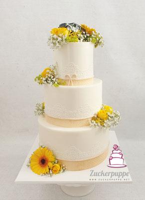 Essbares Juteband und Zuckerspitze mit Blumen passend zur Floristik zur Hochzeit von Livia und Michele