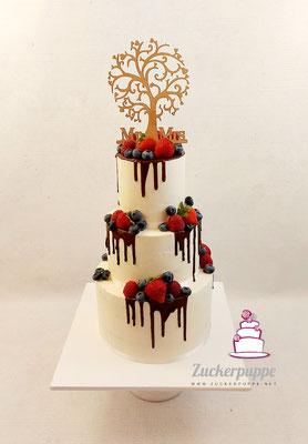 Schokoladendrip mit frischen Beeren zur Hochzeit von Raja und Roman