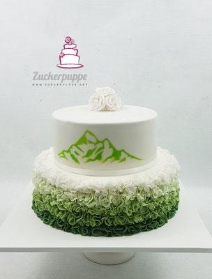 Rüschen im Grünen Ombre-Farbverlauf mit Bergmotiv von der Einladungskarte zur Hochzeit von Miriam und Adrian