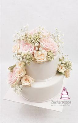 Bouquet aus echten Rosen und Schleierkraut zur Hochzeit von Linschi und Luca