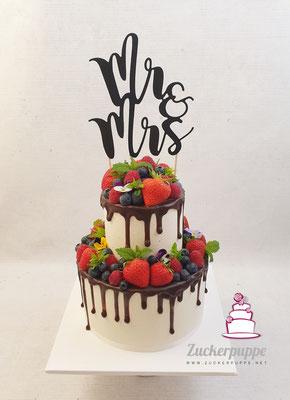 Dripcake mit Beeren zur Hochzeit von Marlen und Dave