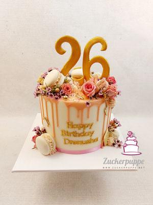 Dripcake in Rosa, Weiss und Gold zum 26. Geburtstag von Drenusha