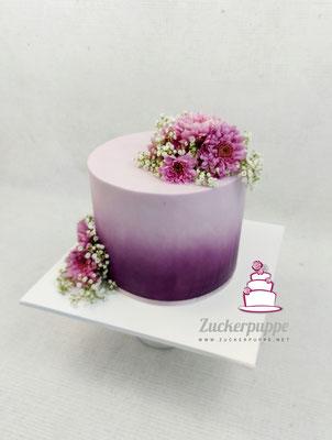 Lila Farbverlauf und frische Blumen zum 36. Geburtstag von Lilian