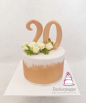 Torte mit Rosegoldenen Pinselstrichen und weissen Polyantarosen zum 20. Geburtstag von Adriana