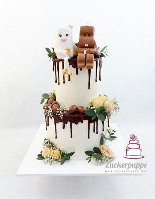 Handmodelliertes Milky&Chocolate Brautpaar mit Schokoladendrip und Blumen zur Hochzeit von Maja und Mario