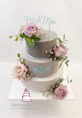 Vom Einladungskärtchen übernommen: Anthrazit, mit Hell-türkiser Schrift und Altrosa Rosen wie beim Brautstrauss zur Hochzeit von Marija und Nico