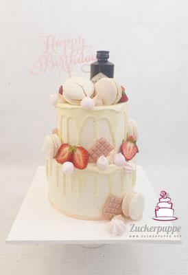 Dripcake mit Frischen Erdbeeren, Macarons und Gin zum 25. Geburtstag von Luana