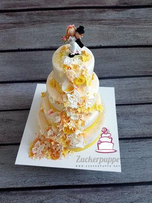 Blütenfluss - Torte in Gelb - Orange zur Hochzeit von Andrea und Roman