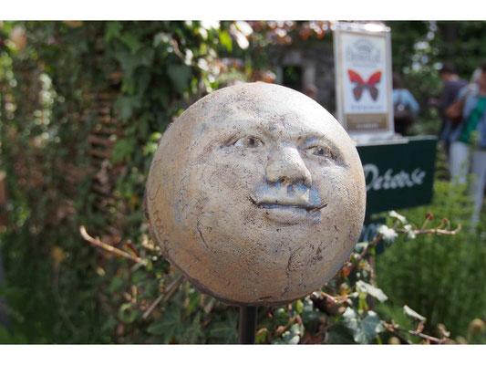 Maan ( halve bol)  diameter 17 cm     Keramiek,       foto Bernard Lafaut            Euro  26,-