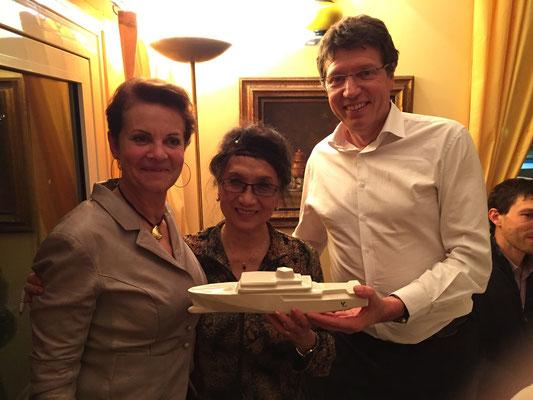 Le cadeau pour Anna : une maquette du bateau Yersin en porcelaine