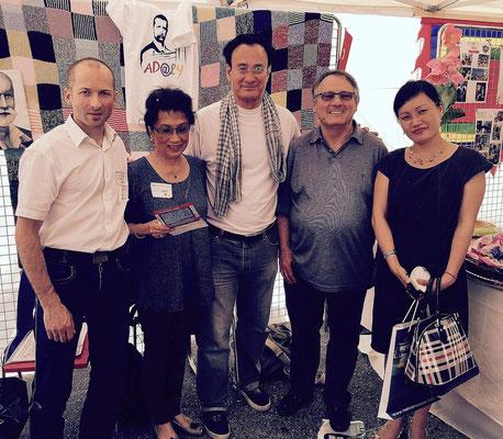 Michaël (à gauche), Anna, Serge Cao, Alains Ruscio et Thu Ha (à droite)