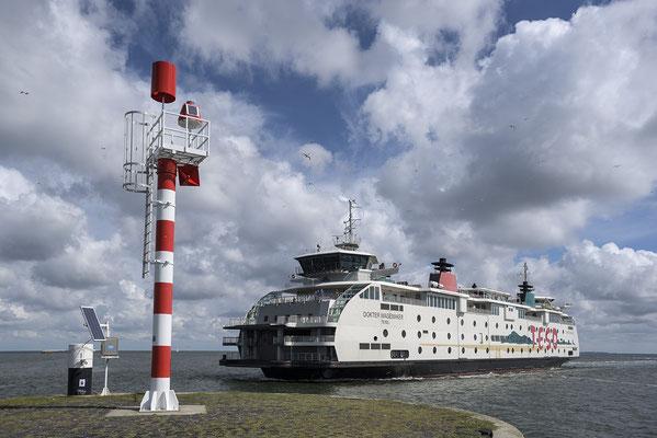 Fähre im Hafen von Texel