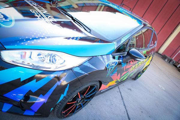dynamisch - Ford Fiesta ST Auto Folierung, KFZ Folierung - von Schwarz auf Digitaldruck Rockstar-Design - Blickwerbung in Crailsheim