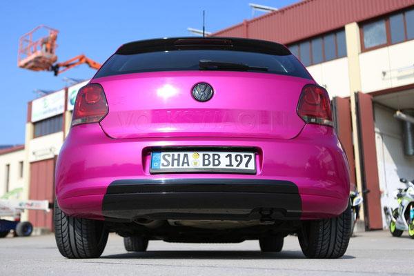 Autofolierung VW-POLO - von schwarz auf Gloss Fierce Fuchsia - sportliches Heck!