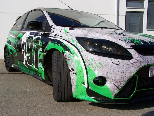 Ford Focus RS - von blau auf Digitaldruck-Design - grün, weiß, schwarz - stark!