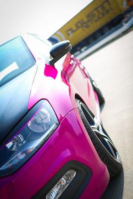 Autofolierung VW-POLO - von schwarz auf Gloss Fierce Fuchsia - sportlich - stark