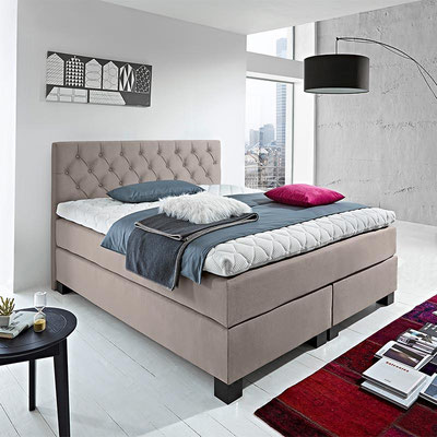 Design Boxspringbett in Chesterfield Optik