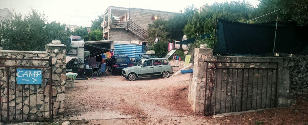 Le plus petit camping de Croatie, certainement, heureusement que nous ne sommes pas arrivés en bus!