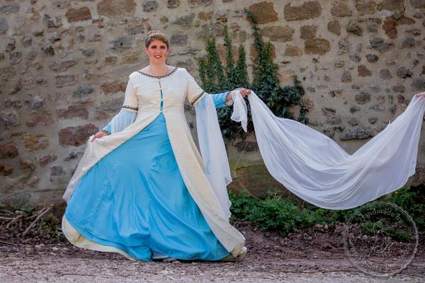 mittelalterliche Hochzeit Gewandungen Mittelalterkleid Mittelaltergewand Wappenrock Prunkrock